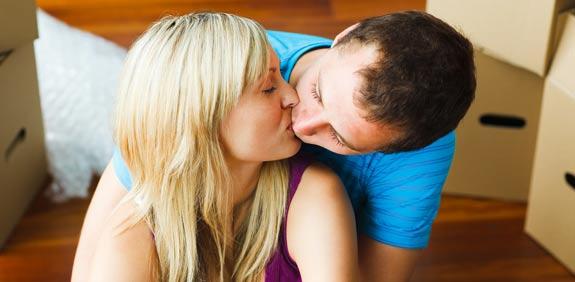 רומן נשיקה זוג  / צלם: פוטוס טו גו